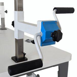 Plaudertisch Werkzeug Drehorgel vor weißem Hintergrund