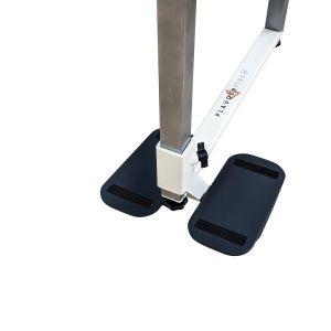 Plaudertisch Übungsgerät Nähmaschine mit zwei Trittflächen für die Füße vor weißem Hintergrund