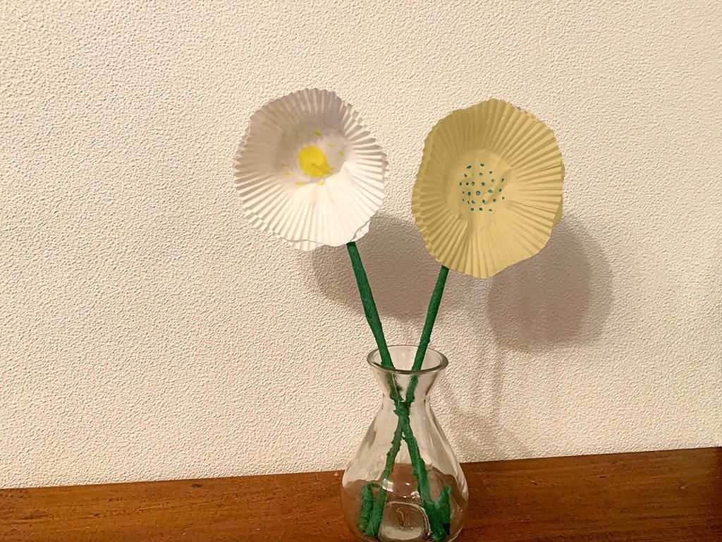 Blumen aus Papier mit Blüten aus Muffin-Förmchen