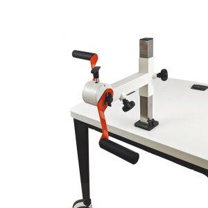 Plaudertisch Werkzeug Drehorgel mit zwei seitlichen Handkurbeln vor weißem Hintergrund