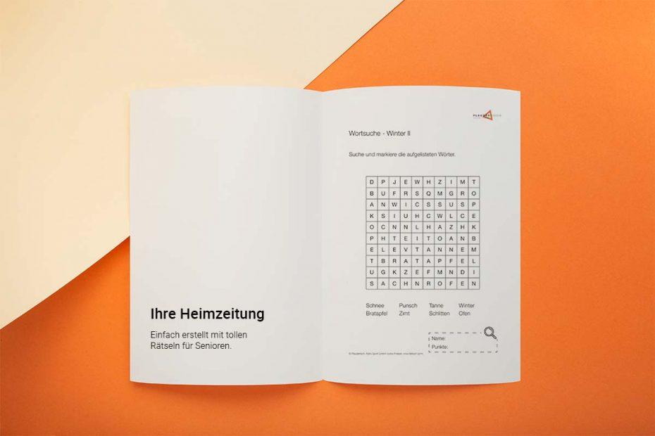 """Ein aufgeschlagenes Magazin vor einem orange-cremefarbenen Hintergrund. Auf der linken Seite steht """"Ihre Heimzeitung erstellen. Einfach erstellt mit tollen Rätseln für Senioren"""" und auf der rechten Seite ist ein Wortsuchrätsel abgebildet."""